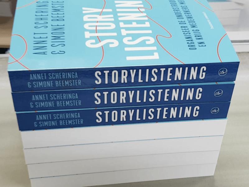 Storylistening rolt van de pers
